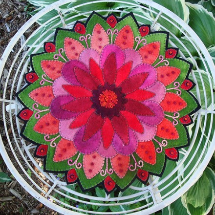 Dreaming of Dahlias Table Mat